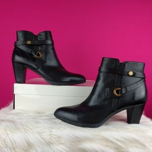 Anne Klein size 10 black leather booties